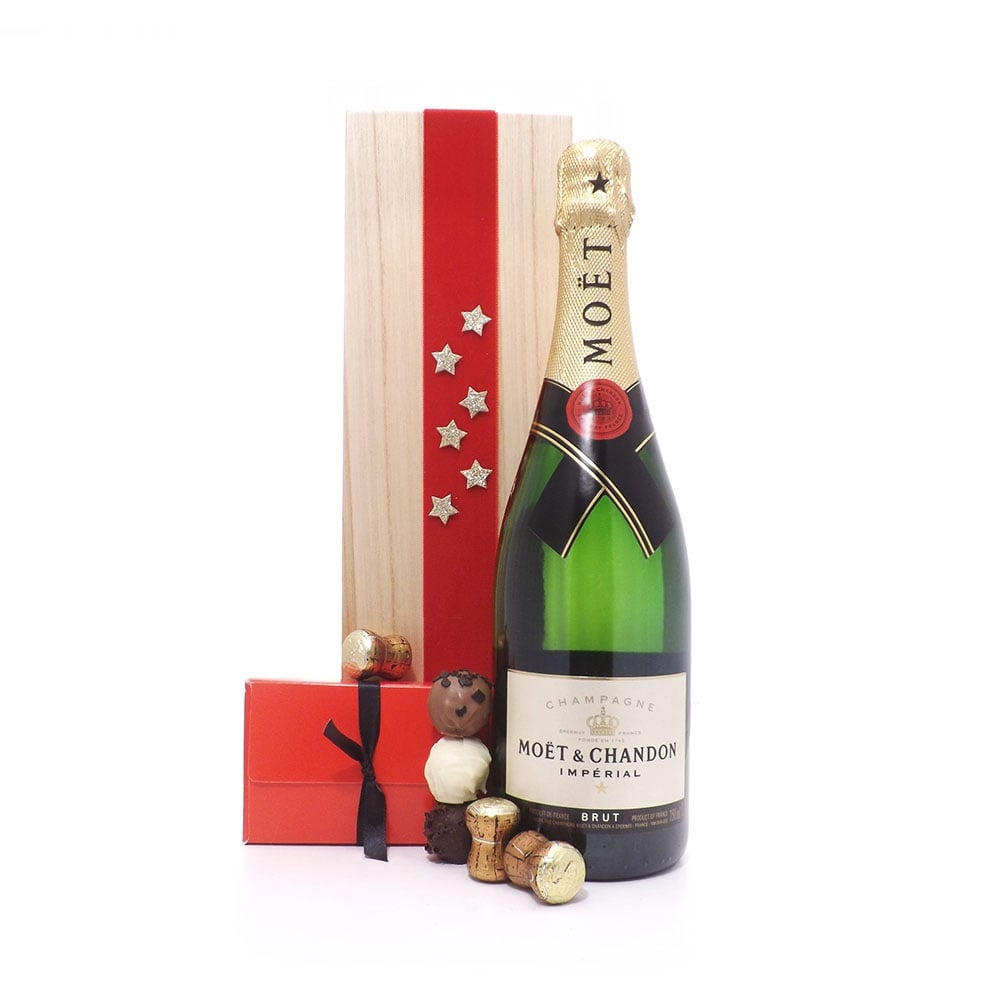 Deluxe Moët Chandon Champagne Christmas ...