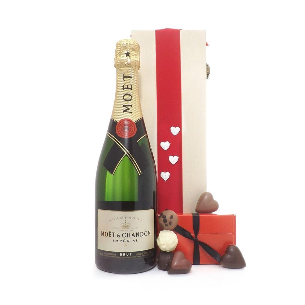 Deluxe Moët Chandon Champagne Valentine ...