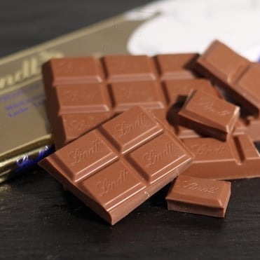 Lindt Gold Milk Chocolate Bar